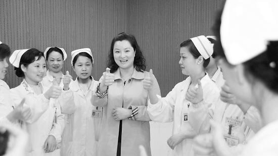 使聋哑人就医涉及的每个科室工作人员都能与聋哑人畅通交流. 楼建