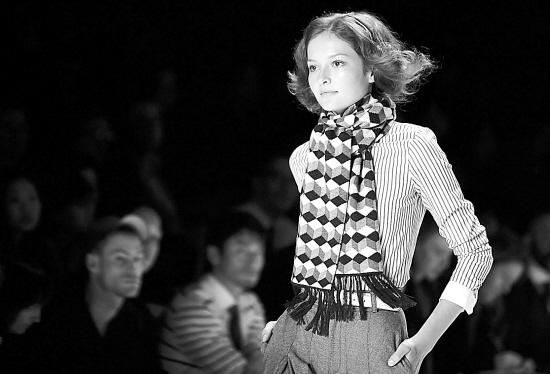 法国1980年三级时装秀