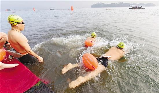 踏波三九天,逐浪寒风里 冬泳健身正当时